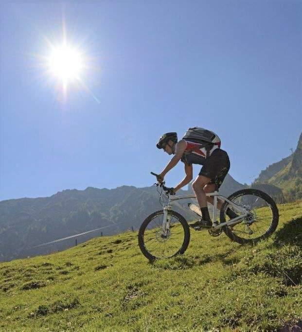 Biker mit Sonne