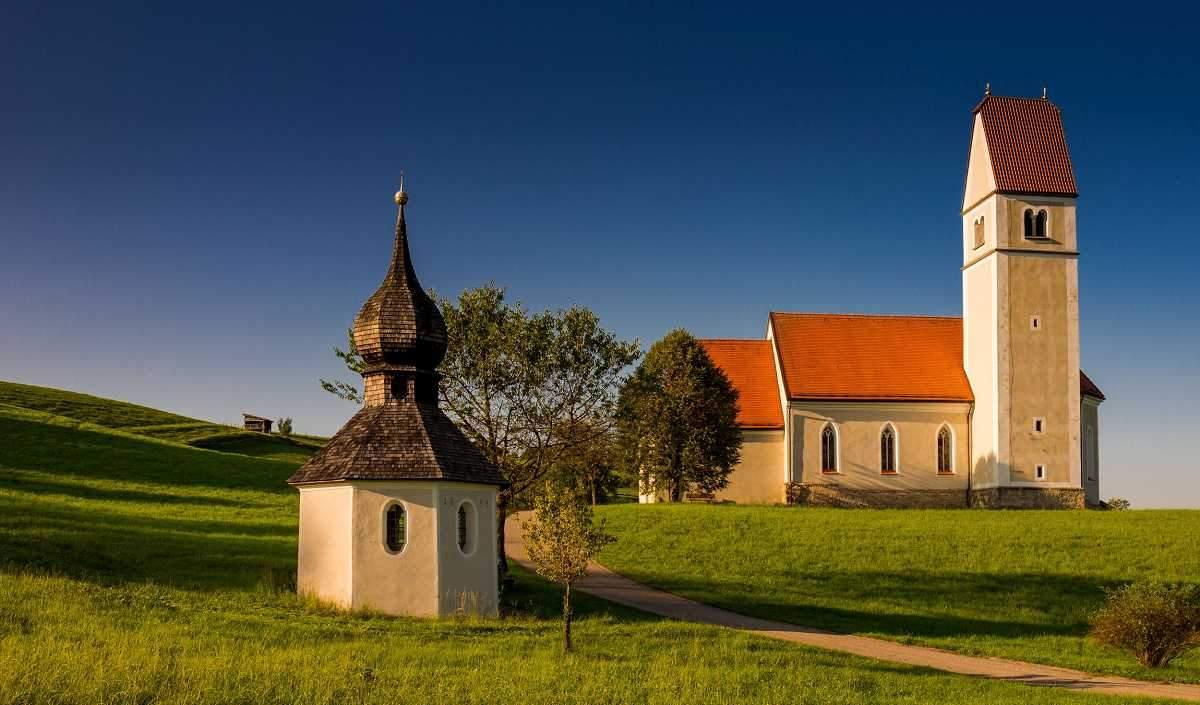 Kirche mit Kapelle