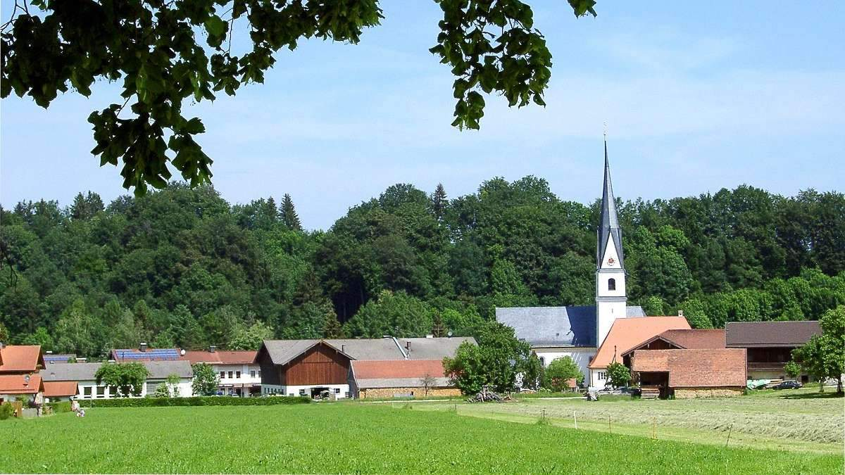 Weg 55 Frasdorf von Süden mit Kirche
