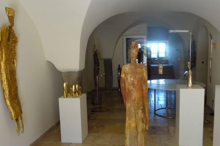 Kunsthandel Christine Wagner Ausstellungsraum im Gewölbe